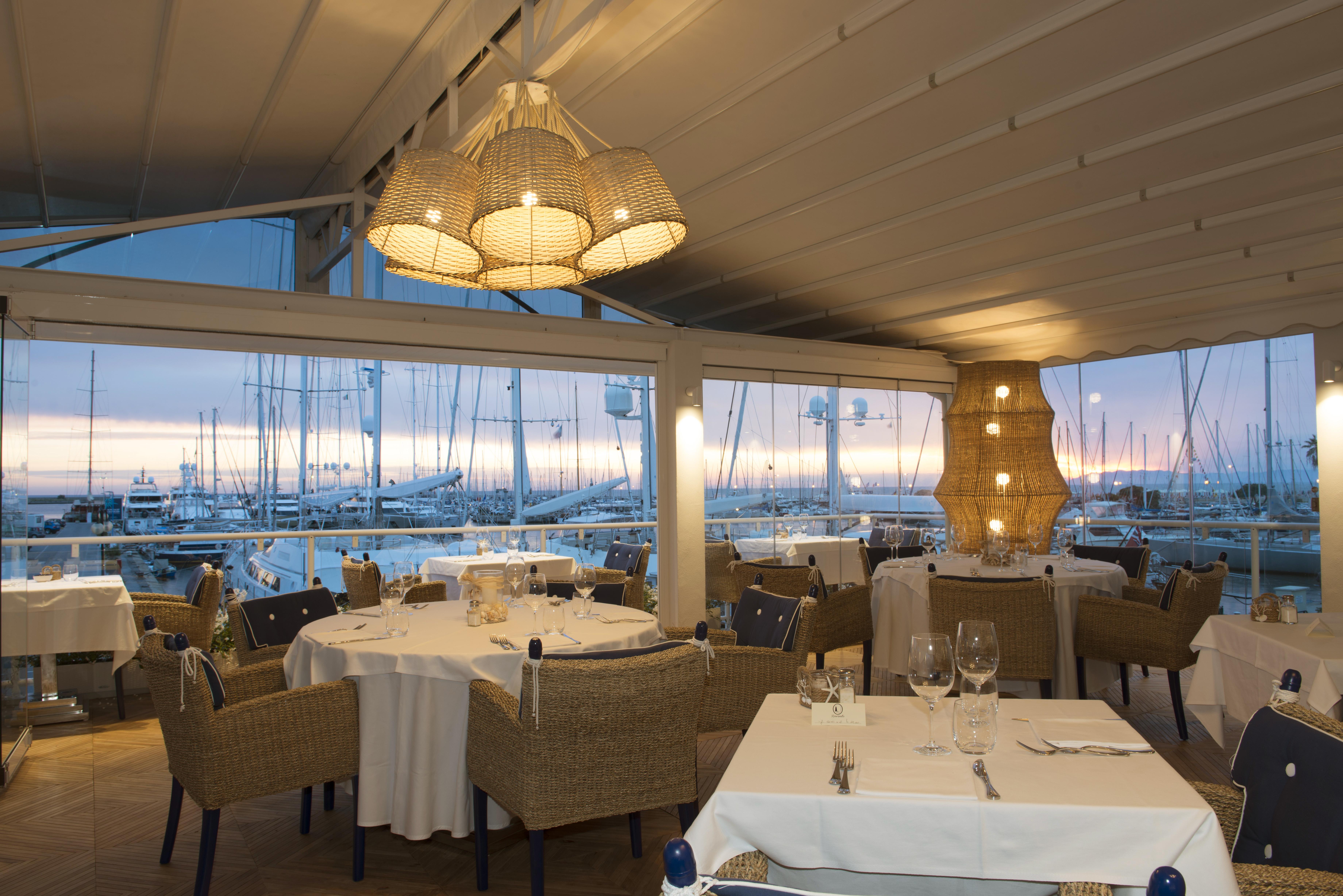 Il Porto, il ristorante chic, marinaro e goliardico sul porto di ...